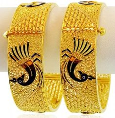 25 Latest Designs of Gold Bangles in India Gold Ring Designs, Gold Bangles Design, Jewelry Design, Plain Gold Bangles, Gold Plated Bangles, Bangle Set, Bangle Bracelets, Fashion Jewelry, Women Jewelry