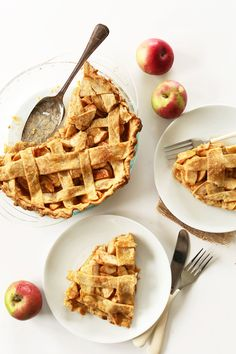 SIMPLE Pumpkin Spiced Apple Pie! 8 ingredients, #Vegan, and SO delicious #minimalistbaker
