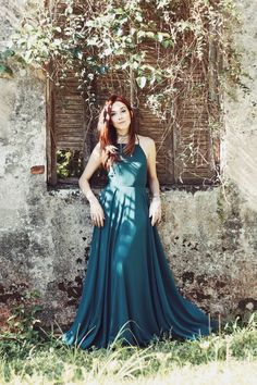 I love maxi dresses, specially the dreamy ones with lots of fabric and a nice movement, just like this green maxi dress from Lulus.