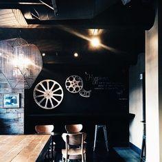 によるInstagramの写真ficklekitten - The Starbucks produced this cafe but not Starbucks. This room is one out of four rooms they have. And all their rooms have different atmospheres.  ここはスターバックスがプロデュースしたスターバックスではないカフェ二号店。写真の部屋は雰囲気の違う四つの部屋のうちの一つです。