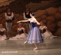 Oksana Skorik in Giselle. Ballet Photos, Dance Photos, Dance Pictures, Ballet Gif, Ballet Dancers, Ballet Costumes, Dance Costumes, Princesa Tutu, La Bayadere