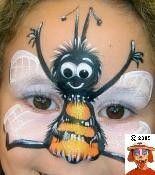 bee face painting & other bugs Bee Face Paint, Cool Face Paint, Face Paint Makeup, Fx Makeup, Face Painting Tutorials, Face Painting Designs, Christmas Face Painting, Cheek Art, Belly Painting