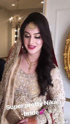Pakistani Wedding Hairstyles, Bridal Hairstyle Indian Wedding, Pakistani Bridal Makeup, Bridal Hair Buns, Pakistani Wedding Outfits, Bridal Outfits, Bridal Lehenga, Beautiful Bridal Dresses, Wedding Dresses For Girls