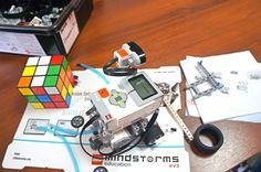 🔷Будущий лего-робот, который умеет собирать кубик Рубика!🔷Лего-робот решает кубик Рубика полностью автоматически.☝🏼 Ультразвуковой датчик сканирует кубик и определяет его цвета. Затем она вычисляет последовательность вращений для решения и выполняет повороты кубика.👌🏼 На всю работу, роботу необходимо 3️⃣-6️⃣минут. 🔷Интересно☝🏼, что робот работает без подключения к компьютеру, т.е. вычисляет алгоритм решения с помощью своего процессора. 🔷НО! Для того, чтобы все получилось, необходимо…