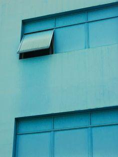 Sao Paulo, blue warehouse © julie ansiau