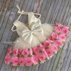 Si tu gusto es mucho más sobrio que todo esto ¡LO entendemos! Pero si te encanta vestir a tus pequeñas como princesas cursis...¡Todo tuyo!