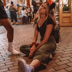 after a long day at disneyland 🌟 + leg Disney World Outfits, Disney Inspired Outfits, Disney World Trip, Disney Style, Disney Trips, Disneyland Outfit Summer, Disneyland Outfits, Disneyland Trip, Disney Poses