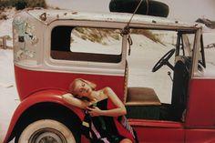 Coyote Atelier photography inspiration: Saul Leiter's color film photos. Saul Leiter, Harper's Bazaar, 1950