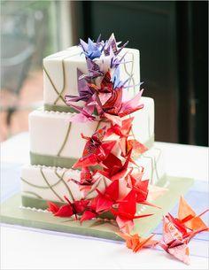 Sabe aquela decoração colorida, divertida, alegre e jovial, perfeita para uma festa intimista que você estava procurando para a festa de bodas de papel?! Acabou de encontrar! Decor com origami de Tsuru…