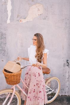 These Are The Eyeglasses I'm Loving For Spring (Gal Meets Glam) Modest Outfits, Classy Outfits, Skirt Outfits, Modest Fashion, Fashion Outfits, Fashion Clothes, Fashion Ideas, Casual Outfits, Womens Fashion