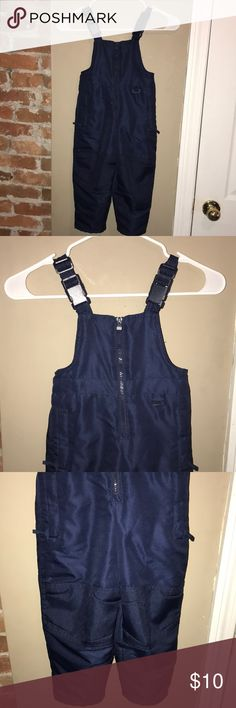 NAVY BLUE SNOW SUIT 18 MONTHS! Size 18 months navy blue snow suit by Circo. Great condition no stains or holes. Boys or girls! Circo Bottoms Jumpsuits & Rompers