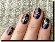 How cute, and unlike other nail sites this seems at least a bit possible. Dragonflys <3