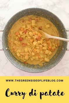 Curry vegano di patate con latte di cocco Cheeseburger Chowder, Oatmeal, Soup, Breakfast, The Oatmeal, Morning Coffee, Rolled Oats, Soups, Overnight Oatmeal