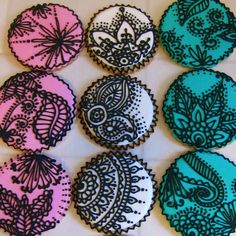 Henna inspired cupcakes! Veryyy neat :)