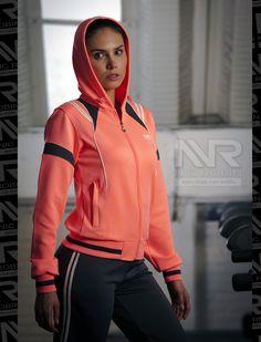 El vestuario de la mujer siempre es muy importante. Esto implica también la ropa que utilizamos para ir al gimnasio.
