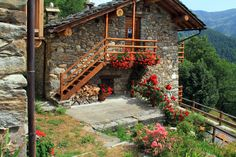 Stone Cottages, Cabins And Cottages, Stone Houses, Beautiful Villas, Beautiful Homes, Beautiful Places, Cabin Homes, Log Homes, Swiss House