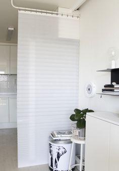 인테리어 고수의 순발력과 노하우가 녹아 있는 가리개 커튼 만들기 비법! Window Curtains, Ideal Home, Tall Cabinet Storage, Living Room, Chuncheon, Interior, House, Furniture, Space