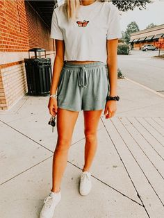 𝙚𝙙𝙞𝙩𝙚𝙙 𝙗𝙮 𝙖𝙫𝙖𝙜𝙨𝙘𝙧𝙤𝙜𝙜𝙞𝙣𝙨 ☆ - Clothing For Teens Cute Lazy Outfits, Casual School Outfits, Teenage Outfits, Teen Fashion Outfits, Look Fashion, Outfits For Teens, Stylish Outfits, Girl Outfits, Simple Teen Outfits