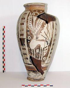 Vase celtique à décor peint zoomorphe représentant une biche (IIe siècle avant notre ère), Gandaillat (Puy-de-Dôme).    © Inrap