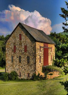 Pretty Old Stone Barn - my aunt/uncle had one like this in Richfield, Wi