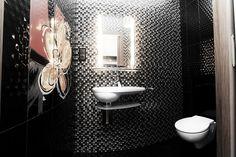 Wystrój toalety w drobnej mozaice