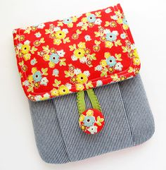 Mini Idea Pouch - michelle patterns by Aniky Patchwork Bags, Quilted Bag, Small Sewing Projects, Sewing Hacks, Fabric Crafts, Sewing Crafts, Pencil Case Pouch, Diy Couture, Handmade Purses