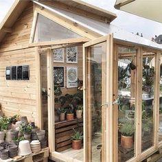 """264 Synes godt om, 16 kommentarer – Urban Garden Company (@urban_garden_company) på Instagram: """"Gardendreams 🏡 Havedrømme 💚Drivhus med skur. Perfekte kombination af drivhus og redskabsrum, hvor…"""""""