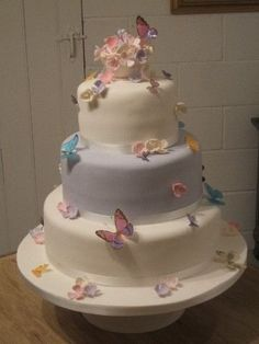 Butterfly Wedding cakes that will inspire you and wow your guests Summer Wedding Cakes, Diy Wedding Cake, Summer Cakes, Beautiful Wedding Cakes, Beautiful Cakes, Amazing Cakes, Our Wedding, Wedding Ideas, Garden Wedding