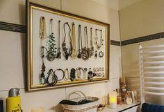 #diyproject #diy #selfmade #Schmuck #Schmuckwand #jewellerywall #jewellerys #gold #alter #Bilderrahmen #bathroom #ausaltmachneu