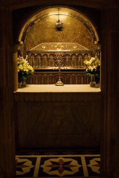 Tomb of San Santiago, San Theodore, San Athanasius are buried with San Santiago in this silver sarcophagus. Celtic Nations, Temple Architecture, The Camino, Saint Jacques, World Religions, Spain And Portugal, Place Of Worship, Pilgrim, Places To See