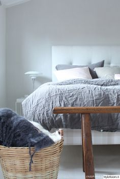 balmuir,tinek,louis poulsen,pellavalakanat,makuuhuone,sänky,lakanat,petaus,sängynpääty,kori