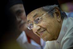 Tun Mahathir pertahan Tony Pua, semua anggota PAC berat sebelah - http://malaysianreview.com/130229/tun-mahathir-pertahan-tony-pua-semua-anggota-pac-berat-sebelah/