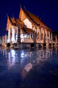 Temple in Bangkok by Thanipat Peeramatukorn