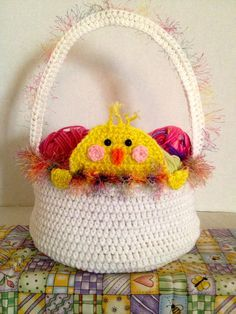 Free Crochet Pattern for Easter Baskets using a chick to accent the basket. Free pattern by Cathy Cunnigham of The Crochet Crowd.