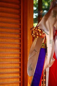Kimono of Japanese shrine maiden, Miko 巫女