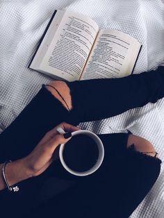 Book Aesthetic, Aesthetic Photo, Aesthetic Pictures, Instagram Look, Instagram Story, Coffee Photography, Girl Photography Poses, Creative Photography, Foto Mirror