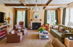 Inviting Markham Roberts' living room, that's both opulent and casual. Green Velvet Sofa, English Interior, Plank Walls, Wood Stone, Coffee Table Books, Great Rooms, Building A House, Interior Design, Living Rooms