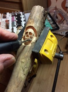 Carving Schädel Whittling Knives carving Kn carving Kn knives Schädel Whittling is part of Dremel wood carving - Wood Carving Faces, Dremel Wood Carving, Wood Carving Designs, Wood Carving Patterns, Wood Carving Art, Bone Carving, Sculpture Dremel, Art Sculpture En Bois, Ribbon Sculpture