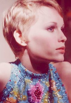 vintage everyday: 30 Beautiful Portraits of Mia Farrow with Pixie Haircut in the Curly Hair Easy Updo, Curly Hair Styles, Black Women Hairstyles, Easy Hairstyles, Mia Farrow Pixie, Death On The Nile, How To Dry Rosemary, Roman Polanski, Long Locks