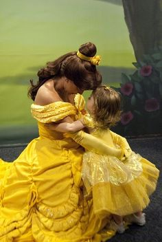 Disney Princess belle with such a cute little girl! Disney Parks, Walt Disney World, Disney Pixar, Disney Nerd, Disney Face Characters, Disney Movies, Vanellope, Princess Belle, Disney Beauty And The Beast