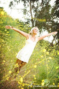 loving life, photo in a field of flowers, fun photos, creative ideas for photos, portraits, cute photos, joy http://portraits.kristinrenee.com
