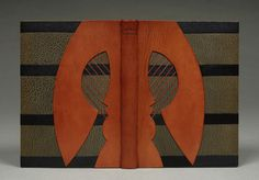 William Anthony. Bound in full gray levant and red Niger leather; sewn on frayed out hemp cords; gray paper endleaves; gray colored edges; handsewn gold and rust silk endbands; titled in blind with décor of black and red leather onlays. 25 x 18 x 2.5 centimeters.