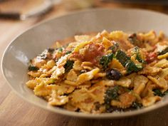 Simply Italian - Articles - Farfalle with Mozzarella and Tomato Sauce Recipe - Channel 4