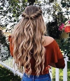 Easy half up half down hairstyle,easy half up hairstyle in 1 min,boho hairstyle,. - Hair and Beauty Hair And Beauty, Blonde Beauty, Beauty Makeup, Hair Makeup, Beauty Tips, Chic Hairstyles, Hairstyle Ideas, Prom Hairstyles For Long Hair Half Up, Easy Down Hairstyles