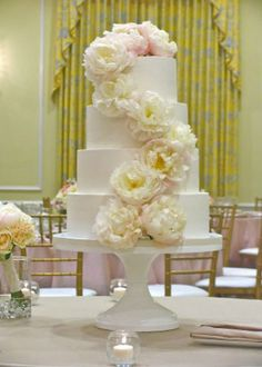 Aaah, a cascade of gorgeous flowers is pure romance. Nothing else is needed on this perfect white cake design by Ashley Cakes. Except of course a White Wedding cake stand! #wedding, #cakestand, #cake_stand