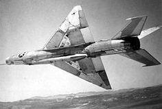 MiG-21F-13 (1959) Variante inicial, el primero en ser producido en serie grande. El armamento de cañones se reduce a uno de 30mm y a dos vigas para armamento.
