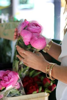<3 Reminds me of bringing my flowers home on Saturdays from Farmers Market~Kimberly