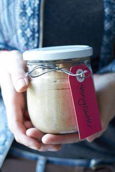 Ein tolles, super leckeres Weihnachtsgeschenk - Honigbutter - http://www.tastesheriff.com/ein-weihnachtsgeschenk-aus-meiner-kueche-honigbutter/#more-11660