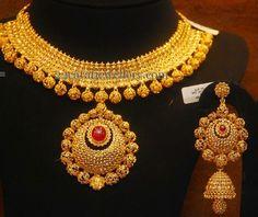 Jewellery Designs: Uncut Choke with Tremendous Choker