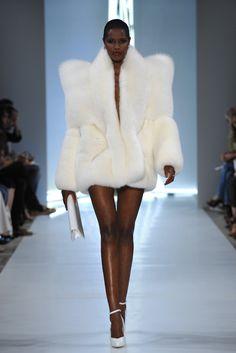 lexandre Vauthier haute couture f/w 2009 Style Haute Couture, Couture Fashion, Runway Fashion, Womens Fashion, Fur Fashion, White Fashion, Fashion Show, Fashion Outfits, Alexandre Vauthier